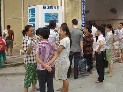 直饮水机受小区居民欢迎